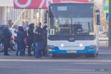 В Павлодаре автобусы и маршрутки будут ходить до восьми вечера