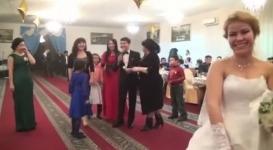 Потасовка казахстанских девушек из-за букета невесты стала хитом Сети