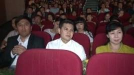 Хор из ста Нурсултанов спел песню о Назарбаеве