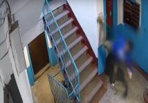 Карате в подъезде: павлодарский подросток, пинавший стену, попал на видео