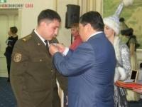 В Павлодаре медалью «Ерлігі үшін» наградили пожарного, спасшего из огня инвалида
