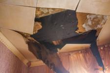 В Павлодаре в ветхой двухэтажке обвалился потолок