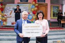 Сертификат на 3 миллиона тенге получила 1 сентября одна из старейших школ Павлодара