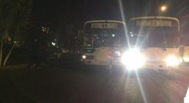 Два автобуса одного маршрута не поделили остановку в Алматы