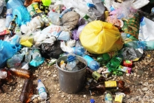 Горы мусора около зданий госучреждений обнаружены в районах Павлодарской области
