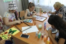 В Павлодаре на летних каникулахдетей обучают ремеслам