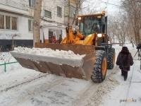 Павлодарцев просят не мешать уборке снега во дворах
