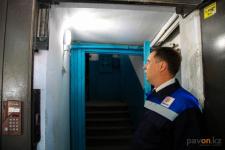В Павлодаре в подъездах устанавливаются антивандальные светильники
