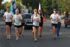 В Павлодаре побывали участники факельной эстафеты «Бег мира»