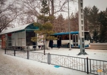 "Павлодарские перевозчики предложили возить обладательниц подвесок ""Алтын алқа"" и ""Күмiс алқа"" бесплатно"