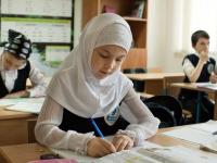 Хиджабы в школе: что ждет не отпускающих детей на учебу без платков родителей