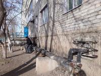В Экибастузе горожане закрывают трубы теплотрассы одеялами