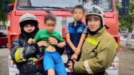 Двух детей вывели из горящих квартир спасатели в Павлодаре