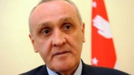 Президент Абхазии Александр Анкваб подал в отставку