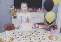 Экибастузская школьница угощает родных тортами собственного изготовления и печет сладости на заказ