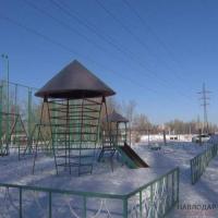 Более 60 опасных для жизни детских площадок и мини-футбольных полей насчитали в Павлодаре специалисты