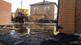 К откачке талой воды на улицах Павлодара приступили коммунальные службы