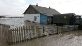 В Карагандинской области река затопила 26 жилых домов