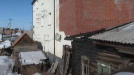 """""""Распилили дом надвое"""". Хозяин возвел гостиницу на своей половине в Павлодаре"""