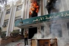 Студенты-исламисты подожгли здание университета в Каире