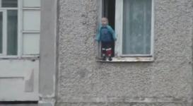 Трехлетний малыш прогулялся по карнизу восьмого этажа