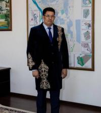 Аким Павлодара пришел на работу в национальном костюме