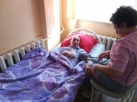 Брошенного в подъезде парализованного павлодарца власти разместилив Дом милосердия