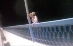 Мать двоих детей чуть не прыгнула с моста в Иртыш в Павлодаре