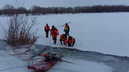 В Павлодаре рыбак едва не погиб, провалившись под лед