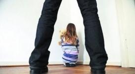 Обвиняемого в домогательствах к 6-летней дочери оправдали присяжные в Шымкенте