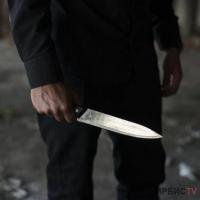 Страдающий шизофренией мужчина напал на женщину с ножом в Павлодаре