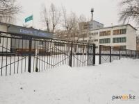 Убрать высокие заборы вокруг школ и больниц намерены в Павлодаре