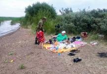 Несмотря на запрет, жители Прииртышья продолжают купаться в опасных местах
