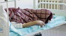 Парализованного мужчину подбросили под двери чужих людей в Павлодаре