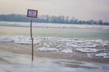 В Павлодаре мужчина, катаясь на коньках, провалился под лед