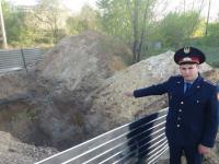 Полицейский в Экибастузе вытащил из-под завала ребенка, который едва не задохнулся