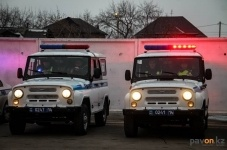Павлодарские полицейские задержали мужчин похитивших ящик для пожертвования на лечение ребенка