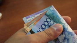 Житель Павлодарской области согласился платить по 10 тысяч сыну-студенту после того, как парень обратился в суд