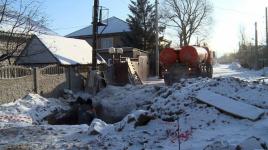 Павлодарцев заставляют собственноручно устранять последствия коммунальной аварии