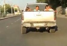Павлодарские полицейские оштрафовали владелицу пикапа, перевозившую детей в багажнике