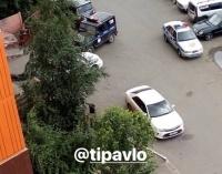 В Павлодаре женщина выпала из окна многоэтажки