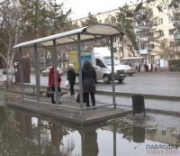 Восемь сломанных остановок насчитали коммунальщики в Павлодаре