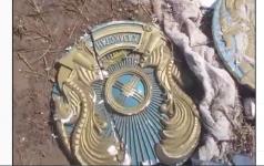 Старые гербы обнаружили на свалке в Павлодарской области