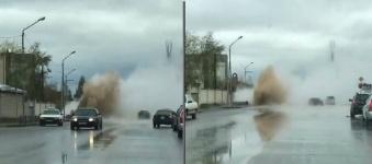 Горячий фонтан прорвался из-под земли в Павлодаре