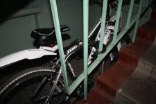 Павлодарца задержали за кражу дорогого велосипеда из подъезда