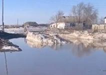 Вода отрезала село в Павлодарской области от трассы
