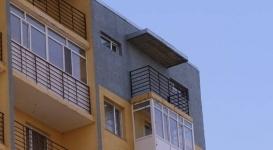 Отсутствие дверей на балконах в столичном ЖК объяснила стройкомпания
