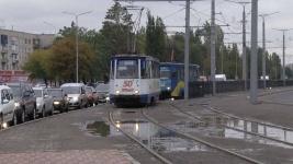 Несовершеннолетние любители селфи в Павлодаре ежедневно рискуют попасть под трамвай