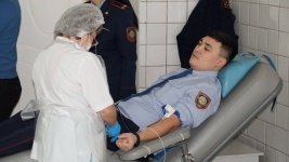 100 павлодарских полицейских стали донорами крови