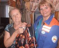 Свыше 100 бывших врачей скорой помощи получили подарки в День пожилого человека